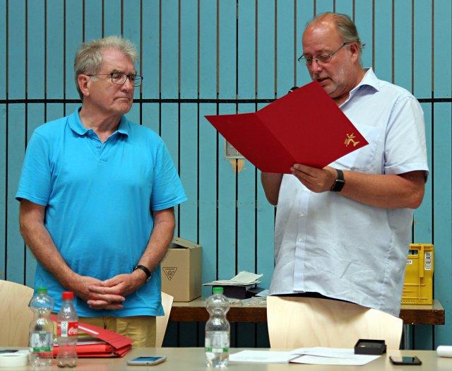 Klaus Amend erhält die Goldene Ehrendnadel