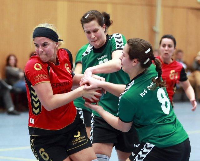 http://www.hbz-da.de/galerie/albums/ftp/Spield_der_Woche/Saison20112012/Frauen/20120311_TuSZwingenberg_TuSGriesheim/normal__IMG_6182.jpg